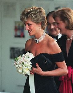 June 29 1994 Diana, Patron, attends a Vanity Fair dinner at the Serpentine Gallery in Hyde Park, London on the night Charles's interview with Jonathan Dimbleby Lady Diana Spencer, Real Princess, Prince And Princess, Princess Of Wales, Princesa Diana, Princess Diana Revenge Dress, British Monarchy History, Diana Fashion, Charles And Diana