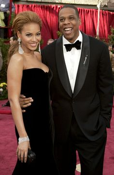 Jay-Z and Beyoncé smiled big on the red carpet at the 2005 Academy Awards.