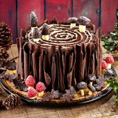 Christmas Woodland Christmas Yule Log Cake Recipe: Put a twist on the traditional Yule Log with this Woodland style Christmas cake with edible chocolatey bark. - One of hundreds of delicious recipes from Dr. Christmas Cake Decorations, Christmas Desserts, Christmas Baking, Christmas Themed Cake, Christmas Yule Log, Woodland Christmas, Chocolate Roll, Chocolate Butter, Chocolate Cake