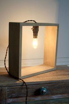 Lampe design industriel à poser ou accrocher, câble textile vintage et bois : Luminaires par carte-blanche
