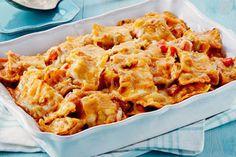 Grâce aux raviolis réfrigérés, cette succulente casserole de pâtes se prépare en 15 minutes seulement. Ses étages de sauce tomate crémeuse, de légumes et de fromage en font un mets très savoureux.