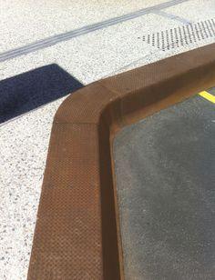 Borde de parada de autobús / rectangular / de hormigón armado / de acero…