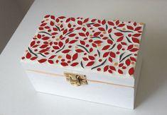Petite boîte (à thé ou à bijoux) 2 compartiments - Vendu Wooden Box Crafts, Decorative Wooden Boxes, Painted Wooden Boxes, Mosaic Tile Art, Mosaic Artwork, Mosaic Glass, Mosaic Crafts, Hand Knit Blanket, Deco Originale
