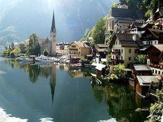 Hallstatt, la historia viva de Austria http://www.enviajes.com/europa/recomendaciones-para-turismo-en-hallstatt-austria.html