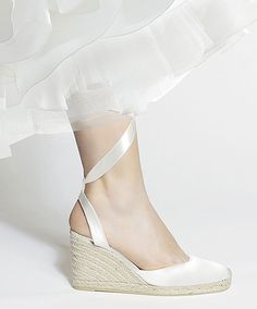 Alpargatas para la novia / Espadrilles for the bride Bridesmaid Outfit, Blue Bridesmaid Dresses, Bridal Dresses, Boho Wedding Shoes, Wedge Wedding Shoes, Wedding Bride, Wedding Ceremony, Wedding Gowns, Bridal Shoes Wedges