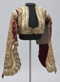 Womans jacket (in place of vest for indoors). Late-Ottoman from the Balkans (Epirus? Outfit Essentials, Historical Costume, Historical Clothing, Look T Shirt, Urban Looks, Jackets For Women, Clothes For Women, Folk Costume, Costumes