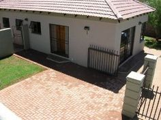 Andela Guesthouse situated in Universitas-Rif, Bloemfontein, Freestate is a modern guest house accommodation established by Willem Grobbelaar.
