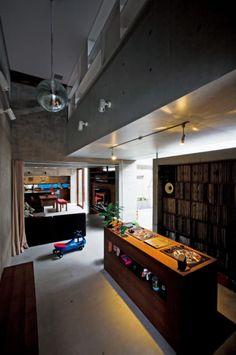 DJブースにミラーボール。 クラブみたいだけど家なんです!【住まいの設計archive】   Sumai 日刊住まい Dj Table, Vinyl Shelf, Rose House, Music Studio Room, Dj Setup, Recording Studio Home, Interior And Exterior, Interior Design, Audio Room