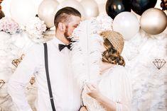 Ein Hochzeits Styled Shoot ganz im Stil von «The Great Gatsby The Great Gatsby, High Society, Models, Backdrops, Crown, Wedding Dresses, Inspiration, Fashion, Newlyweds