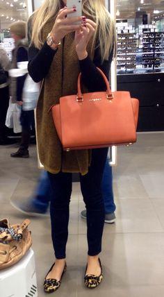 relax , confident, charming lady michael kors bag$7.99- $78.08