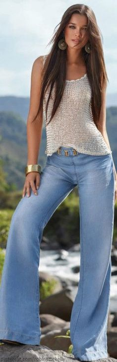This is what we looked like in Long hair, bell bottom jeans, hippy-boho tops, those same earrings . has there been a time warp? Casual Chic, Casual Wear, Casual Outfits, Cute Outfits, Beauty And Fashion, Look Fashion, Womens Fashion, Fashion Trends, Fashion Shoes