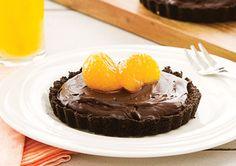 No Bake Choc Orange Tart with Mandarin Sauce recipe - Easy Countdown Recipes Yummy Treats, Delicious Desserts, Sweet Treats, Mandarine Recipes, Tart Taste, Spring Recipes, No Bake Desserts, Sauce Recipes