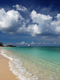 Seven Mile Beach, Grand Cayman by Willamor Media, via Flickr