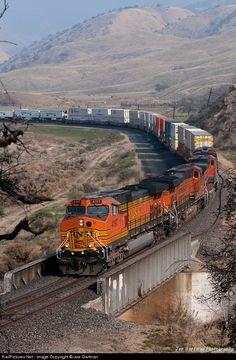 RailPictures.Net Photo: BNSF 4197 BNSF Railway GE C44-9W (Dash 9-44CW) at Tehachapi Pass, California by Joe Gartman