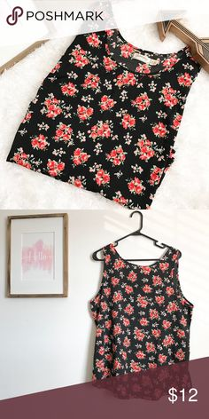 Floral Sleeveless Tank Good condition Sleeveless blouse with floral pattern. 100% polyester Faded Glory Tops Tank Tops