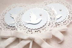 Adriana Gaspar e Marcela Castro Boy Baptism Centerpieces, Christening Decorations, Baby Showers, Baby Shower Parties, Baptism Cookies, Candy Crafts, Baptism Party, Paper Doilies, How To Make Box