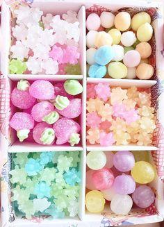 ❤ Japan Candy Box ❤ The Sweetest Monthly Japanese Candy Subscription Box ❤ Japanese Snacks, Japanese Candy, Japanese Sweets, Japanese Food, Japanese Wagashi, Kawaii Dessert, Christmas Chocolate, Kawaii Shop, Colors