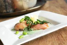 Voorgerecht zalmbonbon met mousse van ricotta en waterkers Ricotta, Tapas, Sushi, Buffet, Mousse, Appetizers, Lunch, Diet, Chicken