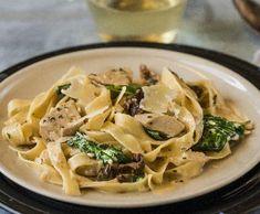 Kuřecí prsa ve smetanové omáčce | Recepty Albert Spaghetti, Food And Drink, Chicken, Meat, Ethnic Recipes, Food Ideas, Noodle, Kai