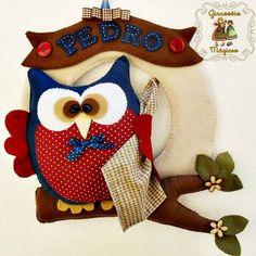 Enfeite para Porta de Maternidade. Todo em Feltro e tecido 100% algodão. A coruja tem mais de 20cm de altura.  Pode ser feito em outras cores e outros nomes. R$ 120,00