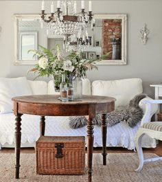 Room painted Silver Chain by Benjamin Moore