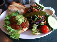 A great diner. Canada Lifestyle, Mexican Burger, Ottawa Canada, Chicken, Street, Ethnic Recipes, Food, Meal, Essen