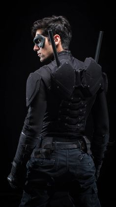 self made Nightwing costume. Danny Shepherd from Ismahawks Nightwing: The Series. Phenomenal mini-series and so worth the watch if you are a DC fan. Dc Cosplay, Male Cosplay, Best Cosplay, Awesome Cosplay, Anime Cosplay, Cosplay Ideas, Nightwing Costumes, Nightwing Cosplay, Cool Costumes