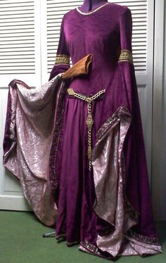 Winged Sleeve Surcoat Briaud Gown