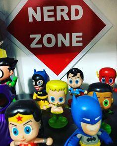 Junk good collectibles justice league . . #justiceleague #dc #dctoys #ligadajustiça #toyart #collectibles #superhero #nerd #nerdzone #sebo #usados #raros #zacksnyder #comics #actionfigures #memorabilia #panini #jbc #darkhorse #batman #superman #wonderwoman #galgadot #geek #funkopop #sociedadesecretaverme #comiccover #instagramcomicfamily
