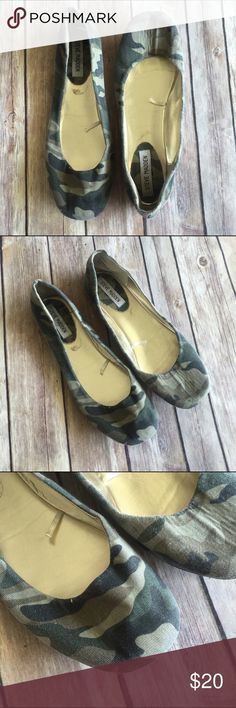 Camo Steve Madden Flats ✨ Excellent Condition ✨ No Stains/Rips ✨ Smoke Free Home   Ships Immediately! No trading at this time.   BUNDLE & Save 20% 💗 Steve Madden Shoes Flats & Loafers
