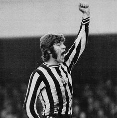 Soccer Pics, Soccer Pictures, Malcolm Macdonald, Newcastle United Football, Football Cards, Golden Age, Card Games, 1960s, Celebration