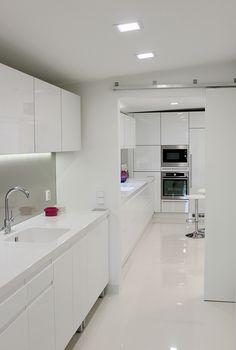 Asuntomessut 2013, moderni khh ja keittiö, Keittiömaailma Kitchen Dining, Kitchen Cabinets, Laundry Room, Whistler, Finland, Modern, Kitchen Ideas, Kitchens, House