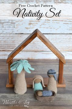 FREE Crochet Pattern: Nativity Set | Make a simple Holy Family set with these free patterns. Includes 3 figures, the manger and the palm tree.