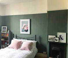 Farrow and Ball Green Smoke. Guest room wandfarbe farrow and ball Pink Green Bedrooms, Green Bedroom Paint, Green Rooms, Green Walls, Bedroom Colour Schemes Green, Bedroom Colors, Bedroom Decor, Scandi Bedroom, Bedroom Ideas
