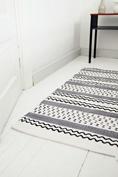 rug. pattern. black and white bathroom.