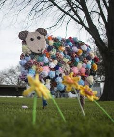 By Ninja Knitters......these knitted and pompom sheep popped up this weekend in Latimer Square, Christchurch, New Zealand