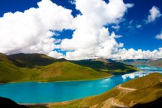 Yamdrok Lake, Tibet | 24 Surreal Places Around The World To Visit Before You Die