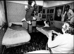 Enfield Poltergeist haunting - ghost terrifies mother and four children in their Enfield, England home - Altered Dimensions Paranormal Kuchisake Onna, Rhode Island, Enfield Poltergeist, Enfield Haunting, Pierre Bellemare, Samurai, Campfire Stories, Paranormal Stories, Spiritism