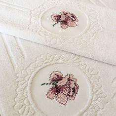 Bargello, Embroidery, Canvas, Embroidered Towels, Cross Stitch Embroidery, Hardanger, Embroidery Stitches, Punto De Cruz, Tela
