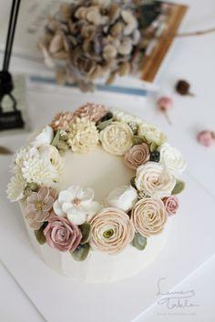 [플라워케이크]Pink&Vinilla flowers cake Lauren's Table로렌스테이블 메인컬러는 핑크와 아이보...