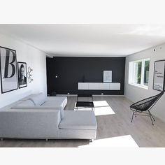 •livingroom• Svart-hvitt ▫️▪️ #minimalisticstyle #theminimalistinstict #interiorwarrior #skandinsviskehjem #inspiremeinterior #ourhome #livingroom #ninterior #nordicminimalism #norwegianhome #interiors #charminghomes #passion4interior #finehjem #boligdrøm #boligplussminstil #interiørmagasinet #kk_living #nordiskehjem #vakrerom