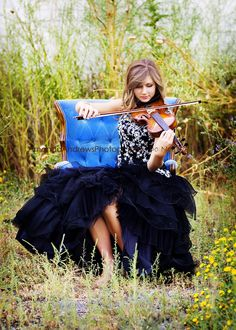 Dress, violin, pose...love it!!{I would just have to adjust the outfit, because I have a fiddle ;) }