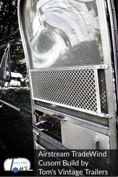 Airstream Custom Build Bad und Küche by Tom's Vintage Trailers GmbH #glamping #tomsvintagetrailers #airstream #verkauf #vermietung #tradewind #event #hochzeit Airstream, Glamping, Bad, Vintage, Travel Trailers, Wedding, Go Glamping, Vintage Comics