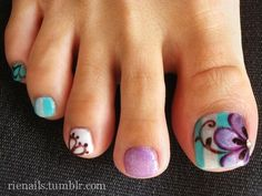 The shades of blue and purple go together so well and look amazing when combined with the floral patterns. The big toe has an underlay of blue and white stripes with a giant purple flower on top of the base coat.
