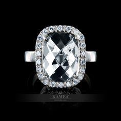 Nádherný nadčasový zásnubný alebo príležitostný šperk, v ktorom je ručne vsadených 23 Swarovski zirkónov, ktoré docielia nezameniteľnú emóciu. Farbu stredového kameňa vám vsadíme podľa vlastného výberu. prsteň je dostupný v žiarivom bielom zlate, v klasickom žltom zlate, v romantickom červenom zlate, v zirkónovej aj v diamantovej verzii. Swarovski, Engagement Rings, Crystals, Diamond, Jewelry, Enagement Rings, Wedding Rings, Jewlery, Jewerly