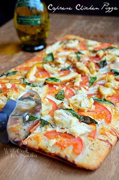 Caprese Chicken Pizz