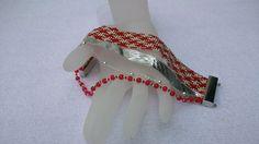 Una signorina con un cinturino rosso = Bracelet manchette rouge et argent : Bracelet par panacotta