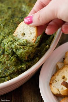 Rich, creamy, warm and cheeesssayy #Vegan Spinach Dip! Just in time for the #Superbowl! #glutenfree