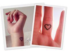 El corazón es unos de los diseños de tatuaje clásico con más historia y tradición. El tatuaje de un corazón, con la forma clásica de un triangulo invertido, tiene un simbolismo relacionado con el triángulo del pubis, un símbolo universal de lo femenino, y es empleado a menudo como expresión del amor romántico. ♥