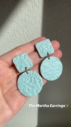 Diy Earrings Polymer Clay, Easy Polymer Clay, Polymer Clay Ornaments, Polymer Clay Flowers, Polymer Clay Tutorials, Biscuit, Clay Design, Jewelry Making Tutorials, Clay Beads